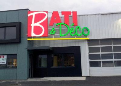 Vos enseignes à Lyon: Enseigne lumineuse avec lettres en relief pour Bâti-Déco par SES Grigny-Lyon