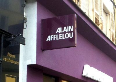 Vos enseignes à Lyon: Enseigne lumineuse Drapeau- caisson double-face pour Alain Afflelou (L'Arbresle 69210) par SES Grigny-Lyon