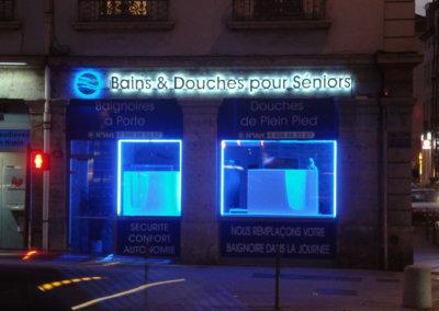 Votre enseigne Lumineuse à Lyon: Enseigne lumineuse avec lettres rétro-éclairées et contour néons à Lyon pour B. Crouzet ( Lyon 69002)