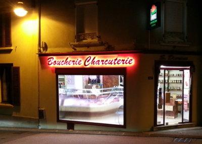 Votre enseigne Lumineuse à Lyon: Enseigne lumineuse avec lettres rétro-éclairées pour une boucherie (Loire-sur-Rhône) par SES (Grigny -Lyon)