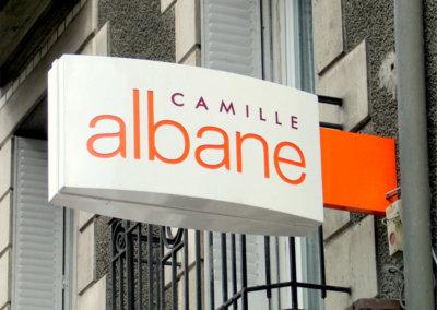 Vos enseignes à Lyon: Enseigne lumineuse Drapeau- caisson double-face pour Camille Albane (Le Puy 43000)