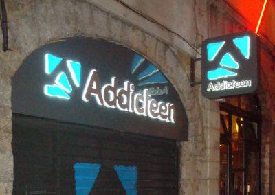 Vos enseignes à Lyon: Enseigne lumineuse avec caisson de façade pour Addicteen (Lyon)