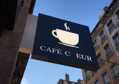 Votre enseigne à Lyon: Caisson double-face  ajouré  rétro-éclairé par leds à Lyon pour Café Coeur (Lyon 69002)