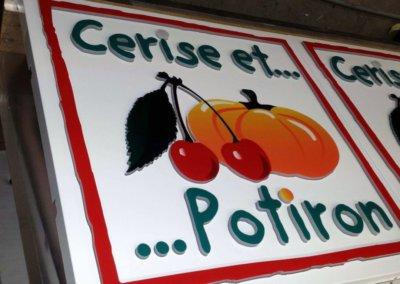 Votre enseigne à Lyon: Enseigne lumineuse Drapeau- caisson double-face pour Cerise et Potiron ( Rhone Alpes 69)  par SES (Grigny -Lyon)