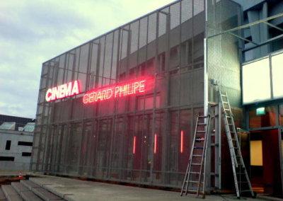 Votre enseigne néon à Lyon: Enseigne lumineuse en néon pour le Cinéma Gérard Philippe (Vénissieux) par SES (Grigny-Lyon)