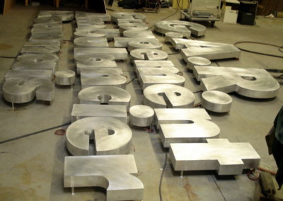 Vos enseignes à Lyon: Enseigne lumineuse avec lettres en relief pour le GAR par SES ( Lyon - Grigny)