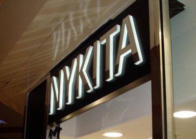 Vos enseigne sà Lyon: Enseigne lumineuse avec caisson de façade  à proximité de Lyon pour Nikita (Dardilly 69570) par SES(Grigny dans le Rhône)