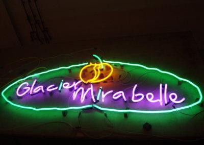 Vos  enseignes néons à Lyon: Enseigne lumineuse avec néons à Lyon pour le Glacier Mirabelle (Lyon Terreaux)