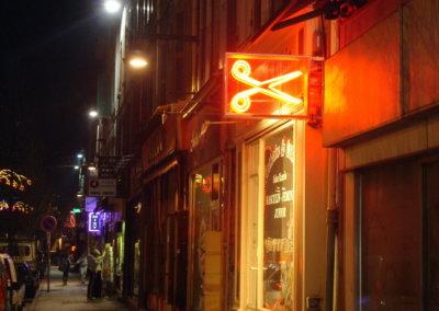 Vos  enseignes néons à Lyon: Enseigne lumineuse avec néons pour le Salon Ricardo (Givors)  par SES (Grigny-Lyon)