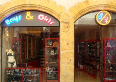 Vos  enseignes néons à Lyon: Enseigne lumineuse avec néons pour  B&G (l'Arbresle) par SES (Grigny-Lyon)