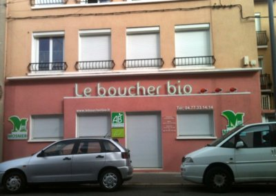 Enseigne avec lettres découpées à saint Etienne pour Le Boucher Bio (St Etienne) par par SES (Grigny -Lyon)