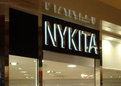 Vos enseignes  lettres relief bloc led à Lyon : Enseigne lumineuse avec lettres en relief PMMA bloc led, avec face inox à  proximité de Lyon, pour Nikita (Francheville 69340)