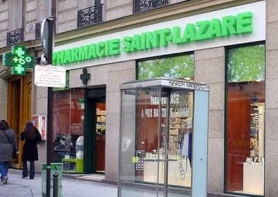 Vos enseignes lettres relief bloc led à Lyon : Enseigne lumineuse avec lettres en relief PMMA bloc led pour la Pharmacie St Lazare (Paris 75009)