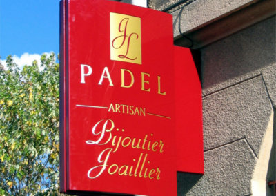 Votre enseigne à Lyon: SES (Grigny -Lyon) Enseigne lumineuse Drapeau- caisson double-face pour Bijoutier Joailler Padel (Monistrol sur Loire 43120)
