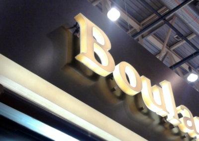 Vos enseignes en bloc led à Lyon: Enseigne lumineuse avec lettres bloc led à proximité de Lyon pour un corner boulangerie (Eurexpo - Chassieu - 69680)par SES (Grigny dans le Rhône)