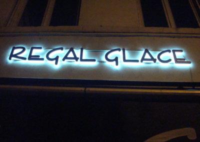 Votre enseigne Lumineuse à Lyon: Enseigne lumineuse avec lettres rétro-éclairées à Lyon Caluire pour REGAL GLACE - SES ( Grigny - Rhône)