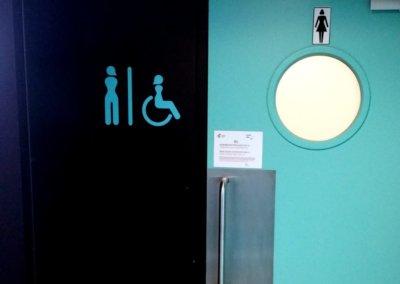 Signalétique intérieure toilettes Aéroport dans le Rhône par SES (Grigny -Lyon)