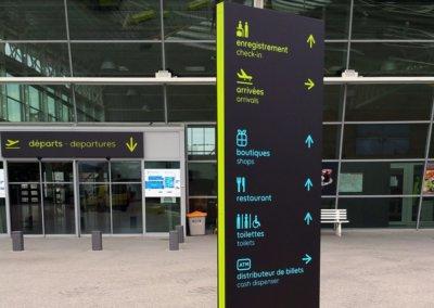 Totem pour un Aéroport en Isère fabriqué par SES (Lyon - Grigny)