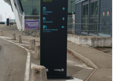Totem Directionnel Aéroport dans le Rhône par SES (Grigny -Lyon)