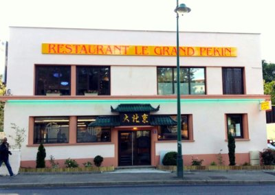 Vos  enseignes néons à Lyon: Enseigne lumineuse en néon à proximité de Lyon pour le restaurant Le Grand Pekin