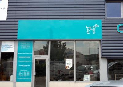 Enseigne panneau adhésivé simple face à proximité de Lyon pour Vétérinaires