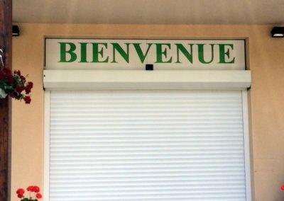 Enseigne panneau simple face à proximité de Lyon