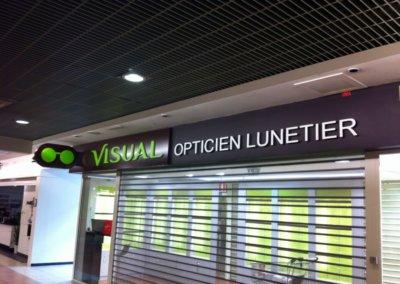 Vos enseignes à Lyon: Enseigne lumineuse avec lettres en relief pour les Opticiens Visual (Maison Alfort 94700) par SES Grigny-Lyon