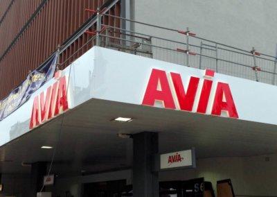 Vos enseignes lettres relief à Lyon: Enseigne lumineuse avec lettres en relief pour AVIA par SES Grigny-Lyon