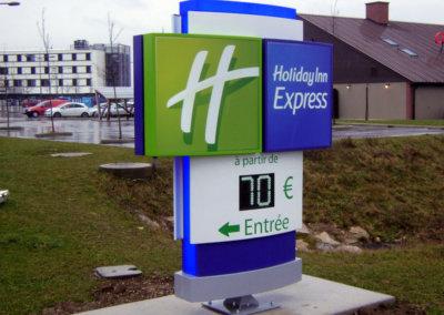 Enseignes à Lyon: Totem lumineux avec leds Holiday-Inn-Express par SES (Grigny -Lyon)