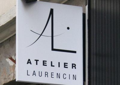 Vos enseignes à Lyon: Enseigne Drapeau avec cache-potence à Lyon Atelier Laurencin ( 69002 LYON) fabriqué par SES ( Grigny -Rhône)