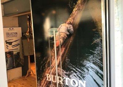 Vos enseignes à Lyon:  Panneau adhésif avec impression numérique à Grigny (Lyon) pour l'entrée du magasin Addicted (Lyon 69001)