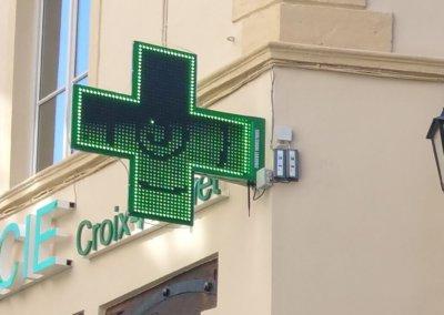 Vos enseignes à Lyon: Croix de Pharmacie à Lyon pour la Pharmacie Croix Paquet (Lyon 69001)