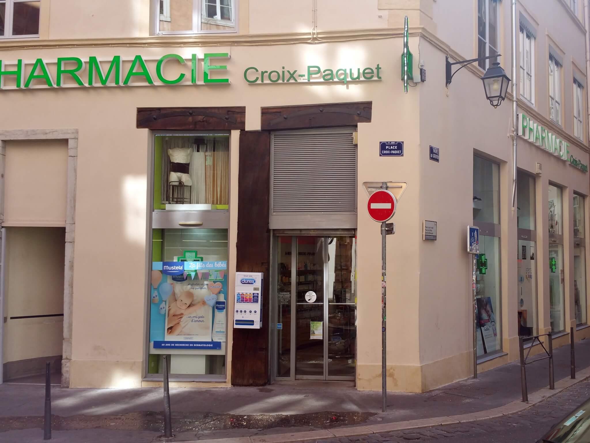 Enseigne à Lyon pour notre client Pharmacie Croix-Paquet