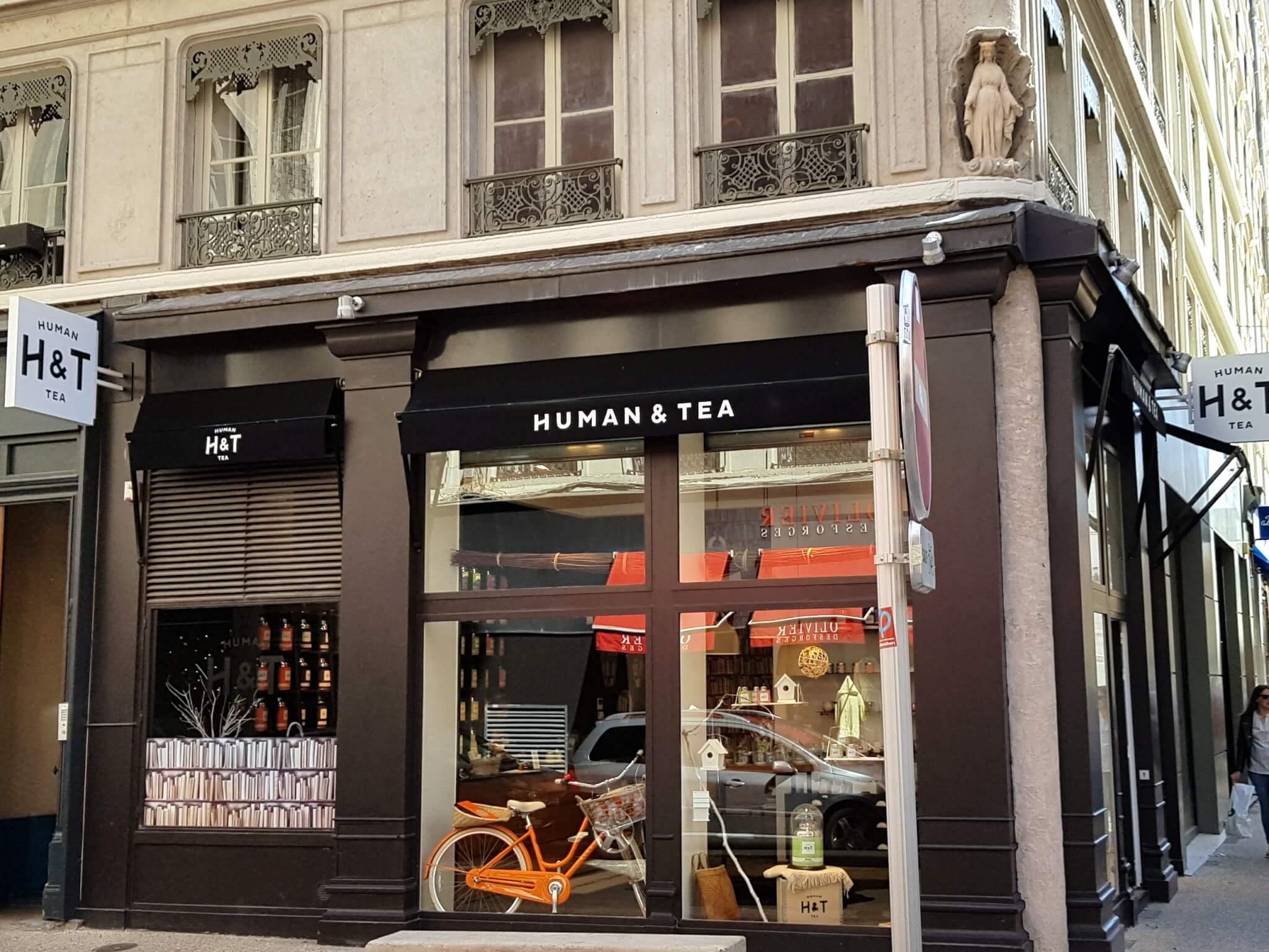 Enseignes Drapeau éclairage led et décoration de vitrine adhésive pour  Human Tea (Lyon 69002) be3c877d59f8