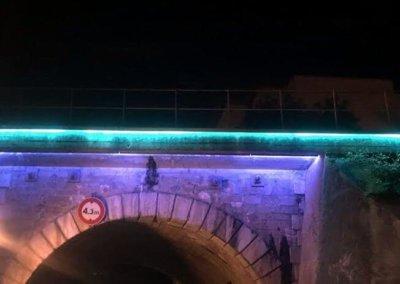 Vos enseignes à Lyon:  Pont du Bourbonnais éclairage tubes haute tension Lyon par SES Grigny ( Rhône)