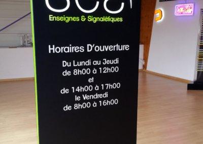 Vos enseignes à Lyon: Totem lumineux avec texte en saillie horaires SES Grigny (69520)