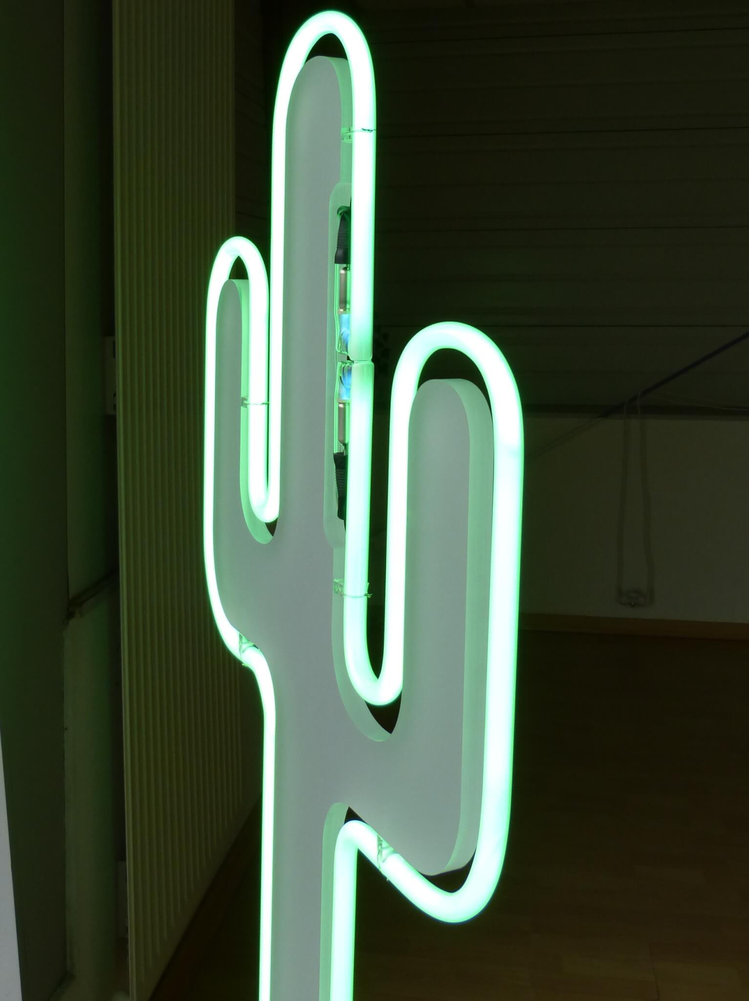 Enseigne en forme de Cactus  en  PMMA , silhouette Néon