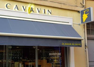 Vos enseignes à Lyon:  Impression sur Lambrequin, Enseigne Drapeau à Lyon et Lettres rétro-éclairées pour Cavavin Croix-Rousse