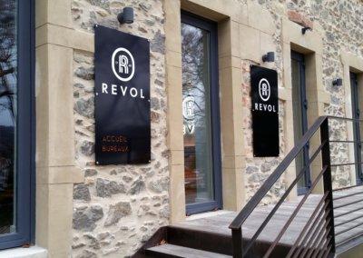 Fabrication de Panneaux  en Aluminium à Grigny (Lyon)  pour REVOL Porcelaine , installation à Saint Uze dans la Drôme