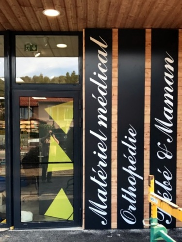 Vos enseignes à Lyon: Installation enseignes adhésifs proche de Lyon par SES à Pharmacie de la Boisse