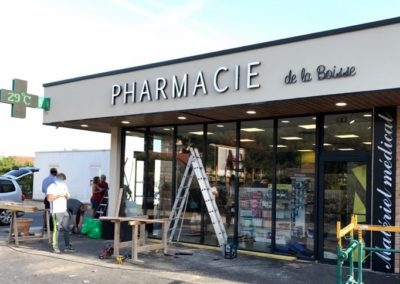 Vos enseignes à Lyon:  Fabrication et Installation enseignes proche de Lyon par SES à Pharmacie de la Boisse