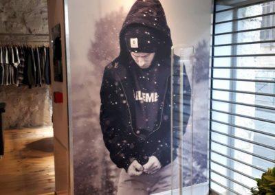 Vos enseignes à Lyon:  Panneau adhésif impression numérique à Lyon pour la boutique Addicted ( Enseigne à Lyon 69001)