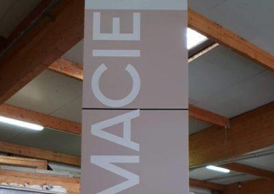 Vos enseignes à Lyon: Totem avec croix de Pharmacie intégrée par SES à Grigny dans le Rhone proche de Lyon pour la Pharmacie de la Boisse