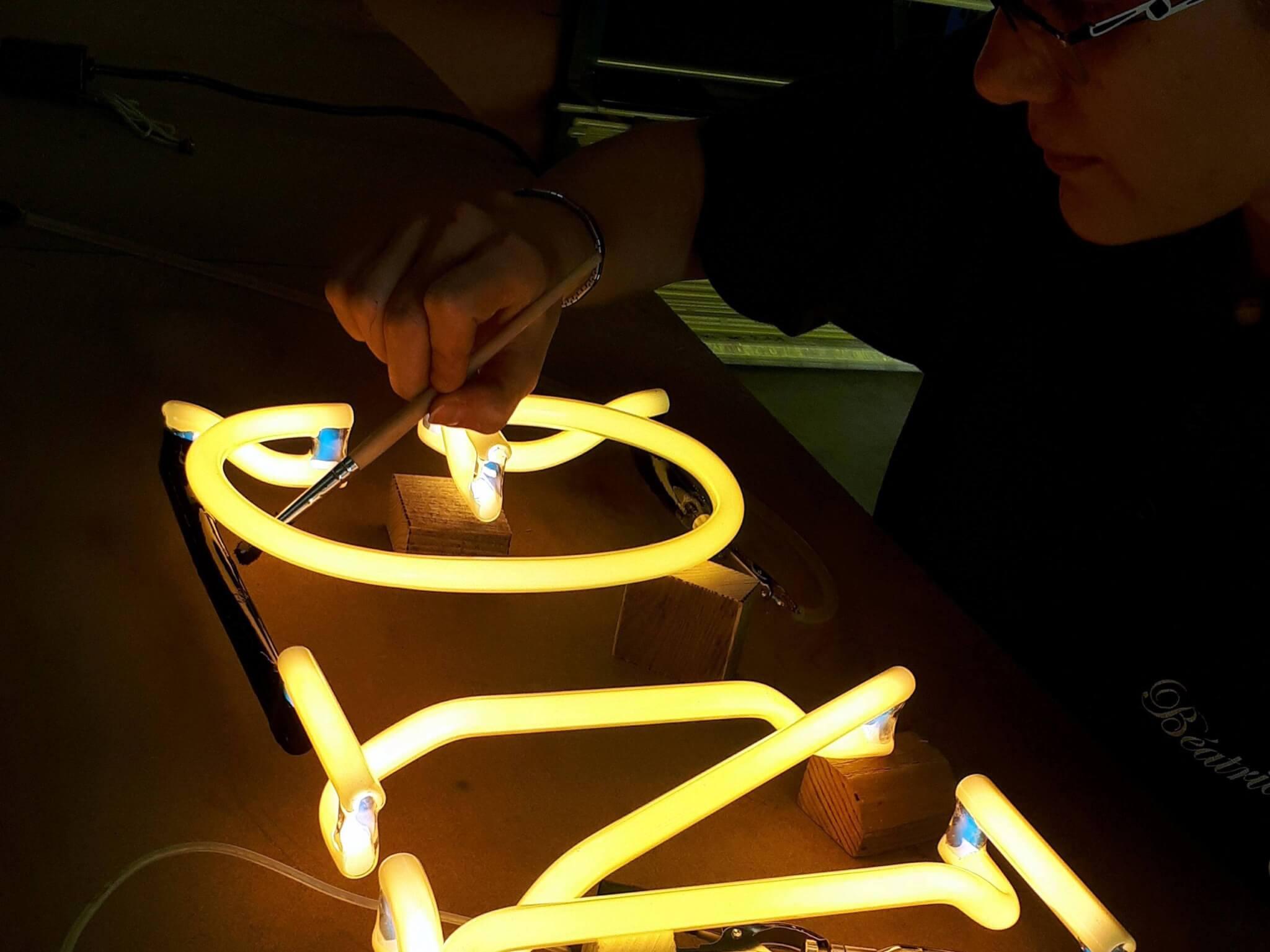 Enseignes lumineuses avec néons ou diodes