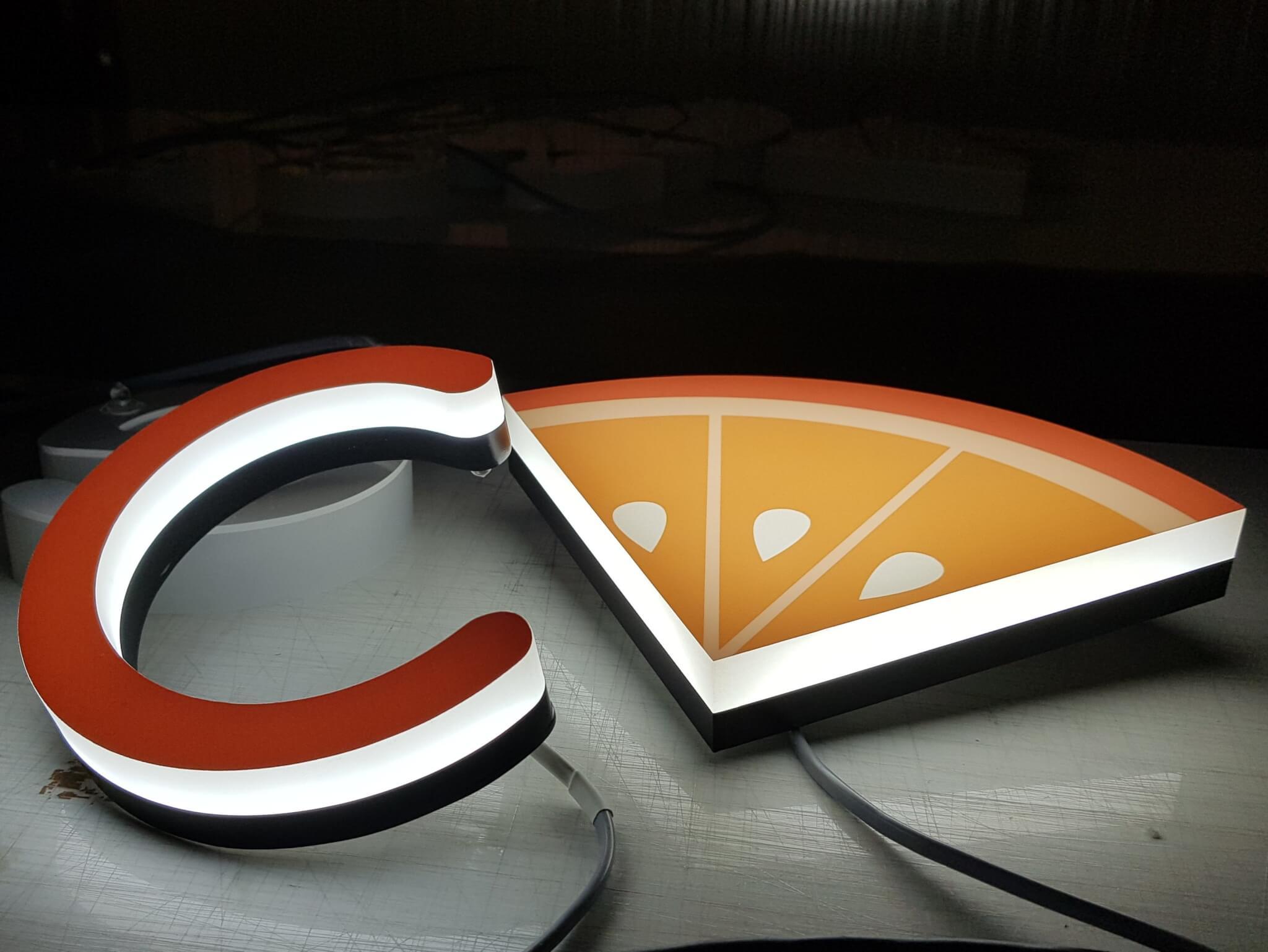 Enseignes Lyon - Enseigne lumineuse bloc led 30 mm et enseigne Drapeau pour Cerise et Création Halles Paul-Bocuse
