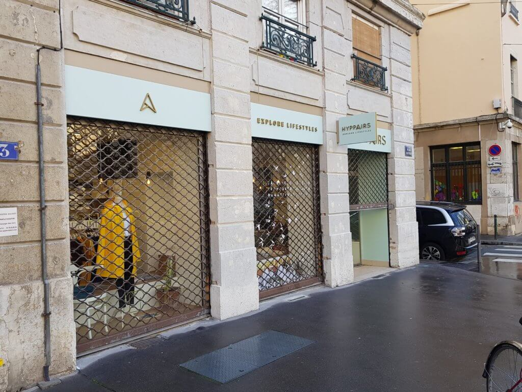 Enseigne - adhésif vitrine à Lyon pour Hyppairs