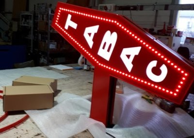Votre enseigne à Lyon: Fabrication Carotte d'un Tabac à Lyon led point à point