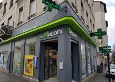 Enseigne à Lyon - Croix de Pharmacie Lumineuse à Lyon