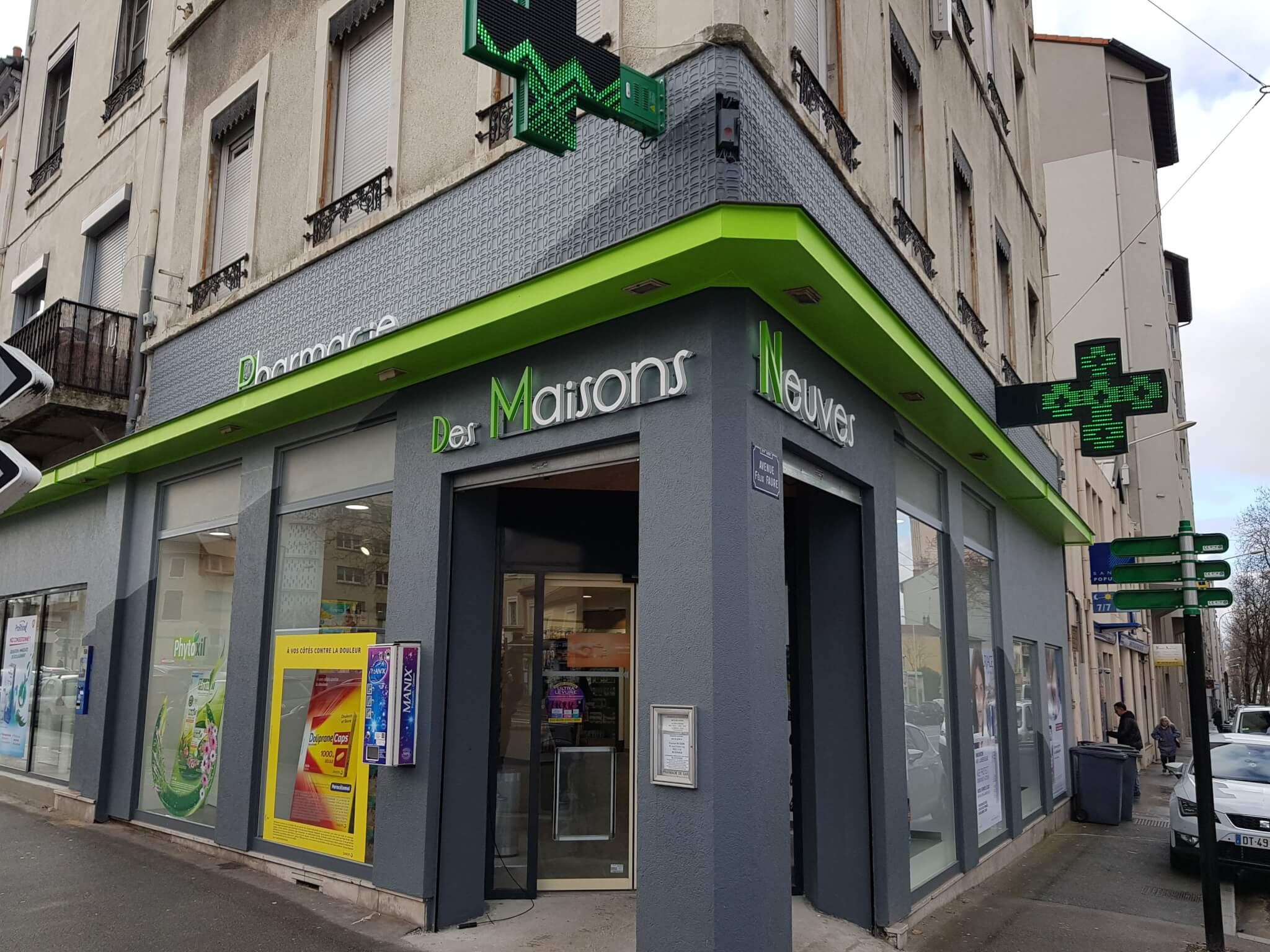 Enseignes Pharmacie et Croix de Pharmacie Lumineuse à Lyon