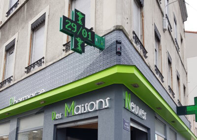 Enseigne et Croix de Pharmacie à Lyon Maisons Neuves